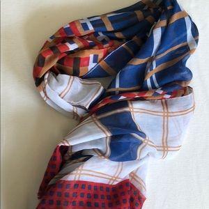 Lightweight scarf with fringe edge